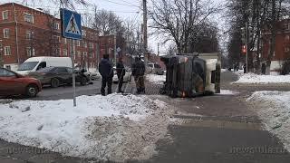 В Туле из-за ДТП перевернулся грузовик