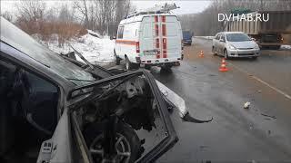 В столкновении микроавтобуса и самосвала погибла женщина