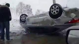 В Тольятти в ДТП перевернулась иномарка