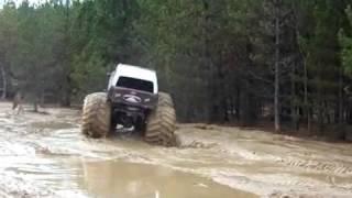 автомонстры грузовики в грязи