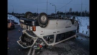 В Киеве в ДТП со «скорой» на крышу перевернулся автобус с людьми: пассажиры в больнице