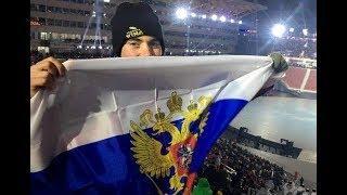 """""""Мы не враги!"""" Во время открытия Олимпиады американский болельщик развернул флаг России"""