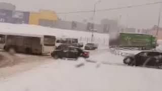 """Массовое ДТП у ТЦ """"Мега"""" в Самаре"""