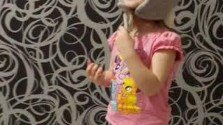 Детский корпоратив. Юмор. Девочки, такие девочки). Модница. Забавное детское видео.