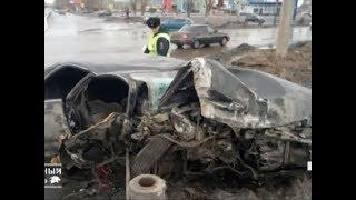 """""""Тойота"""" превратилась в груду металла после ДТП с маршрутным автобусом"""