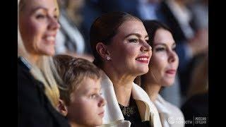 Кабаева появилась на публике с детьми и обручальным кольцом
